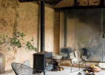 Rustic-rural-finishes-and-metallic-surfaces-give-the-interior-a-low-maintenance-design-approach-217x155
