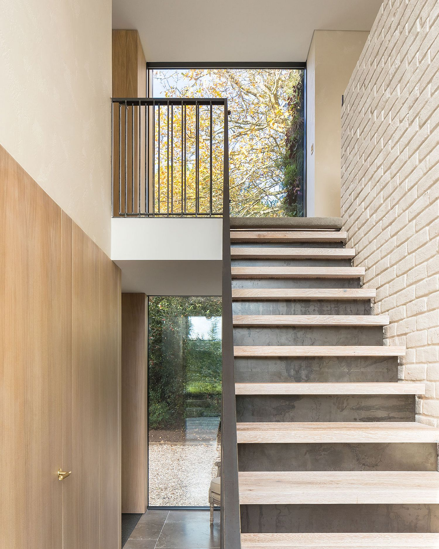 Simple and modern staircase design focuses on efficiency