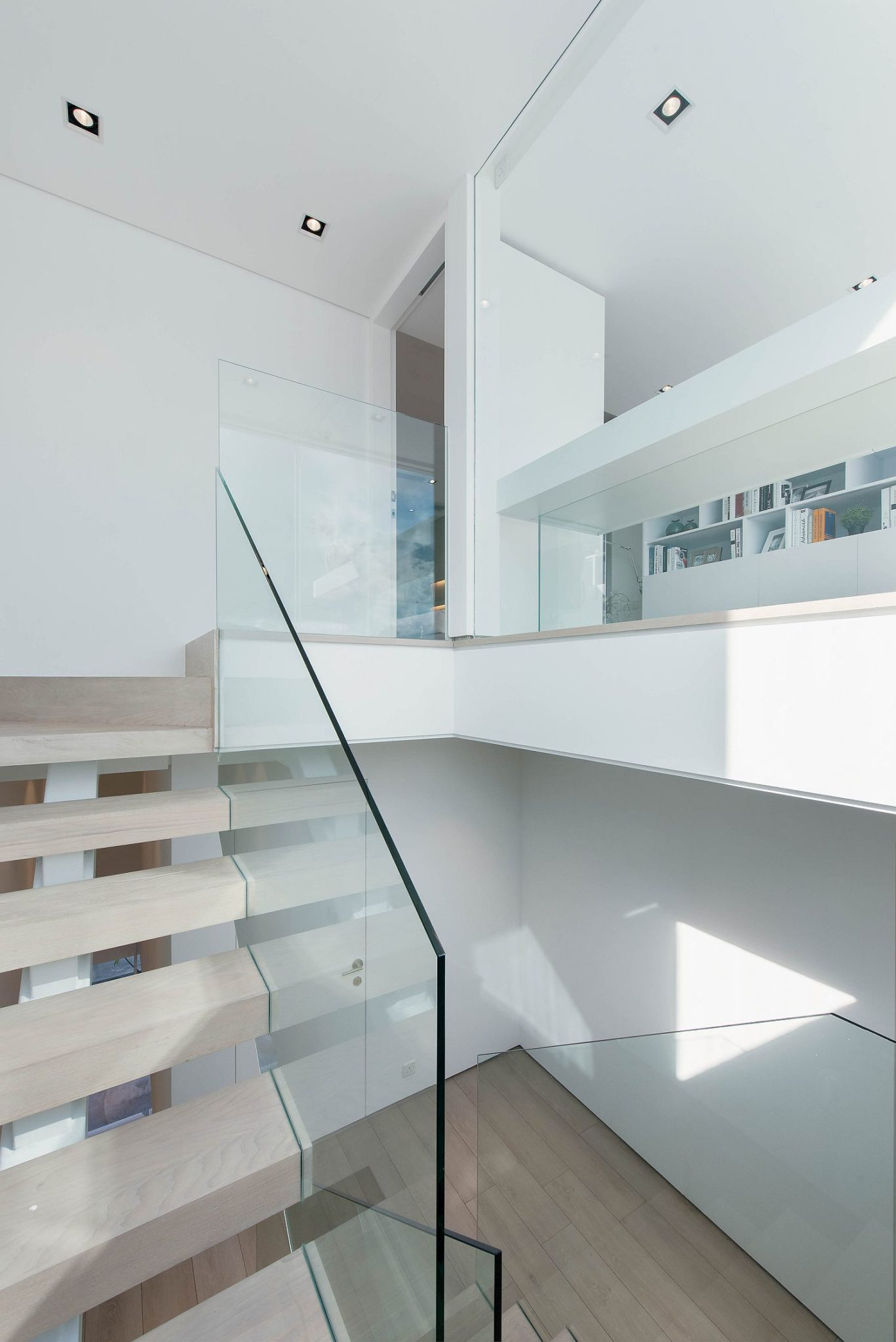 Simple-staircase-design-allows-the-garage-to-stand-out-visually