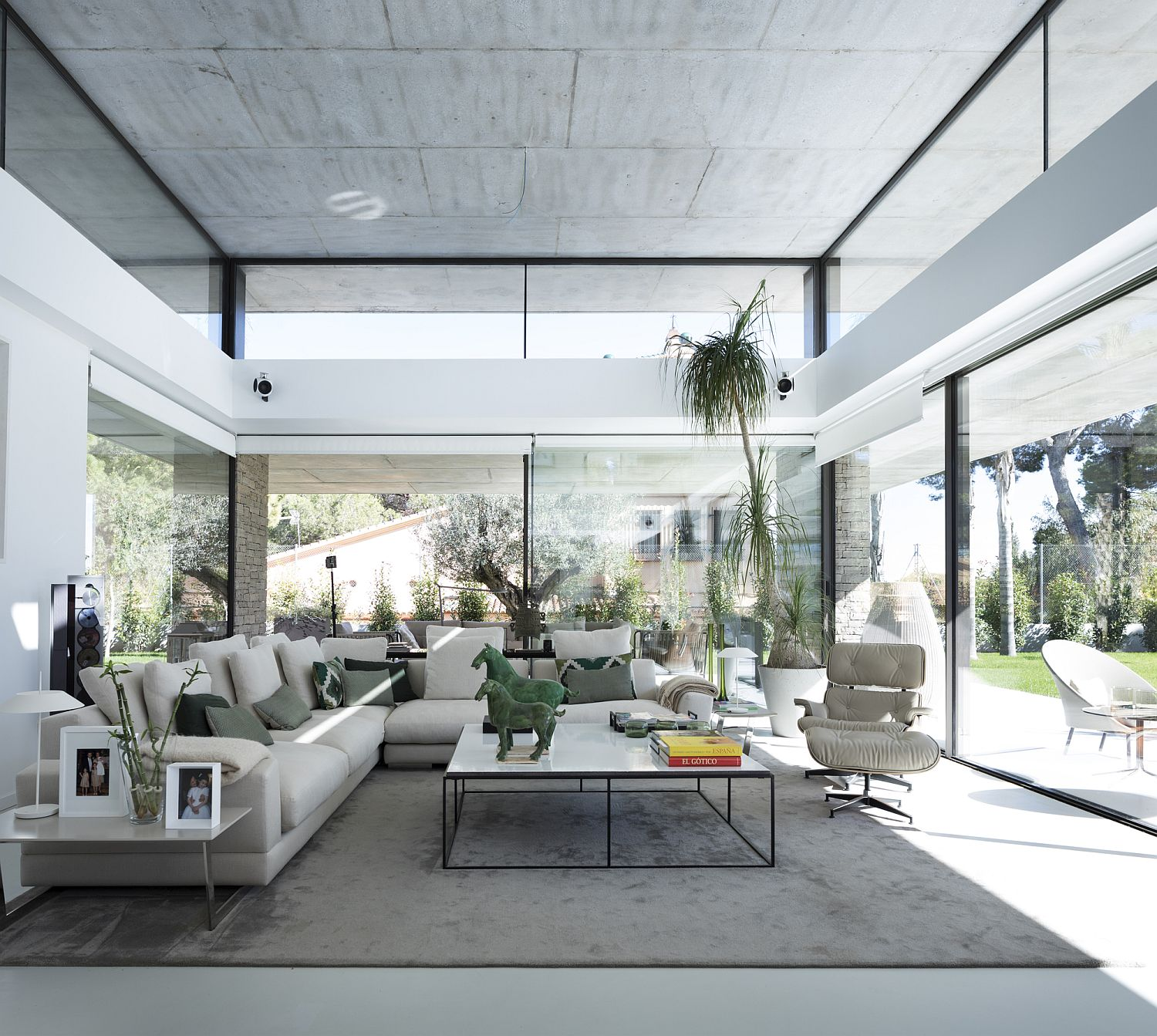 Sliding glass doors and floor-to-ceiling glass walls create a breezy indoor-outdoor interplay