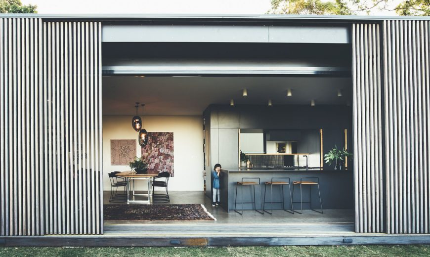 Inventive Sliding Screens Create an Adaptable Home on Queensland's Sunshine Coast