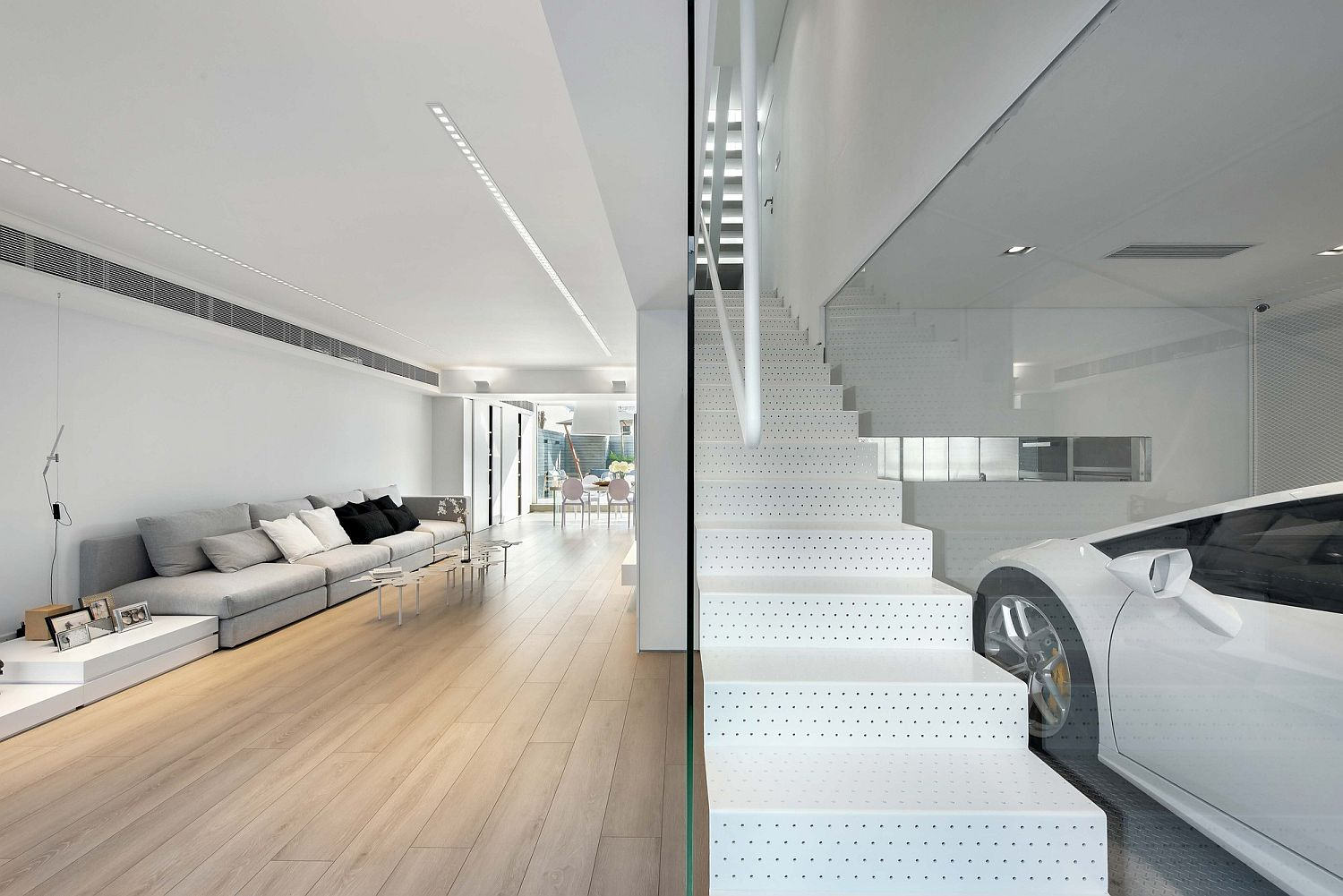 Stylish-interior-of-the-contemporary-home-in-Hong-Kong