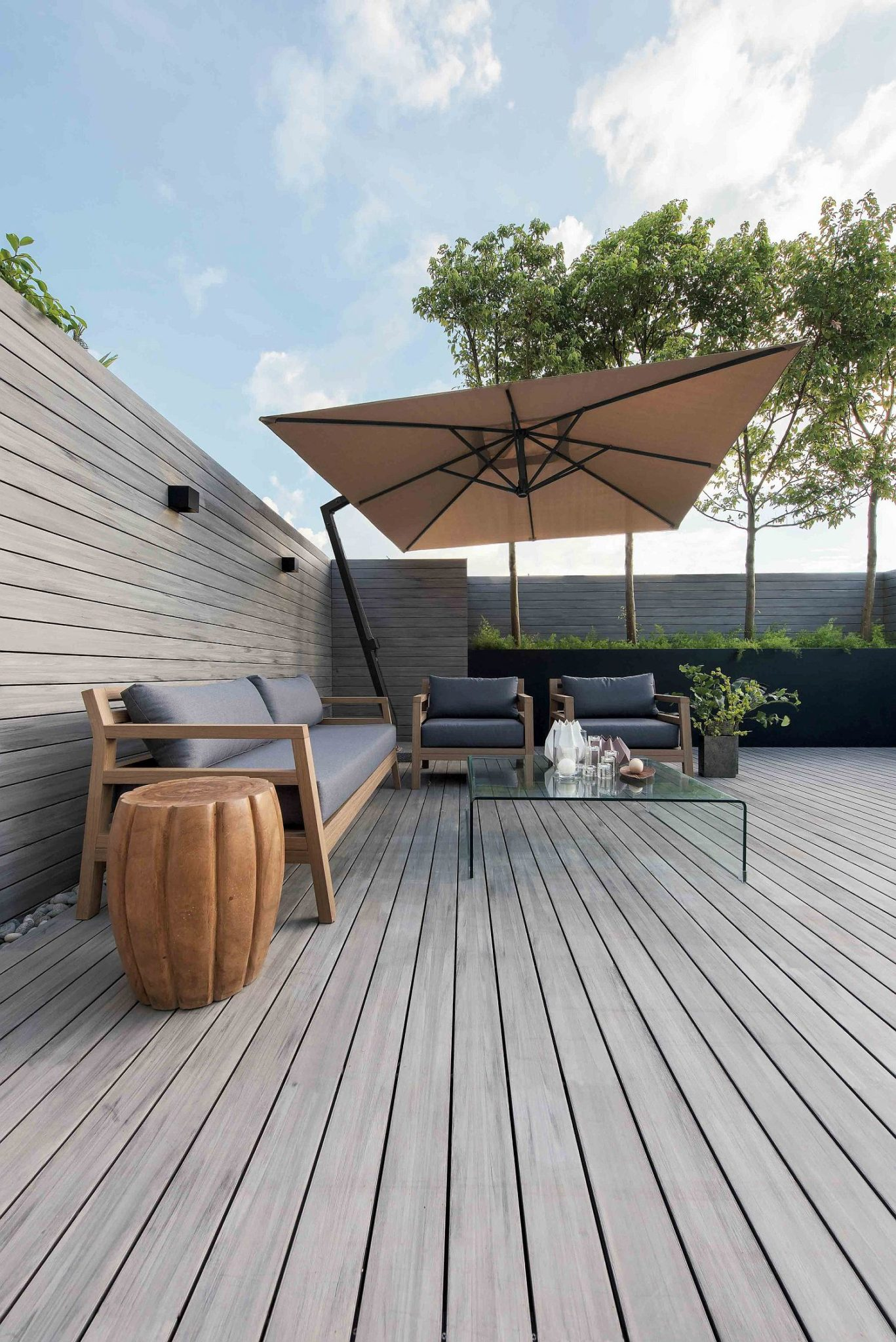 Sweeping-wooden-deck-and-outdoor-hangout-of-House-in-Hong-Kong