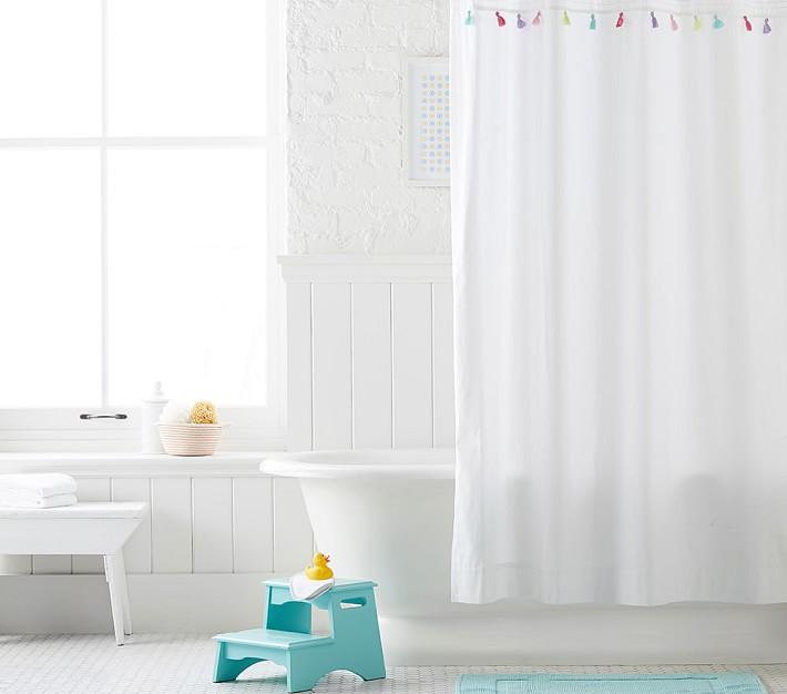 Tassel shower curtain in pink