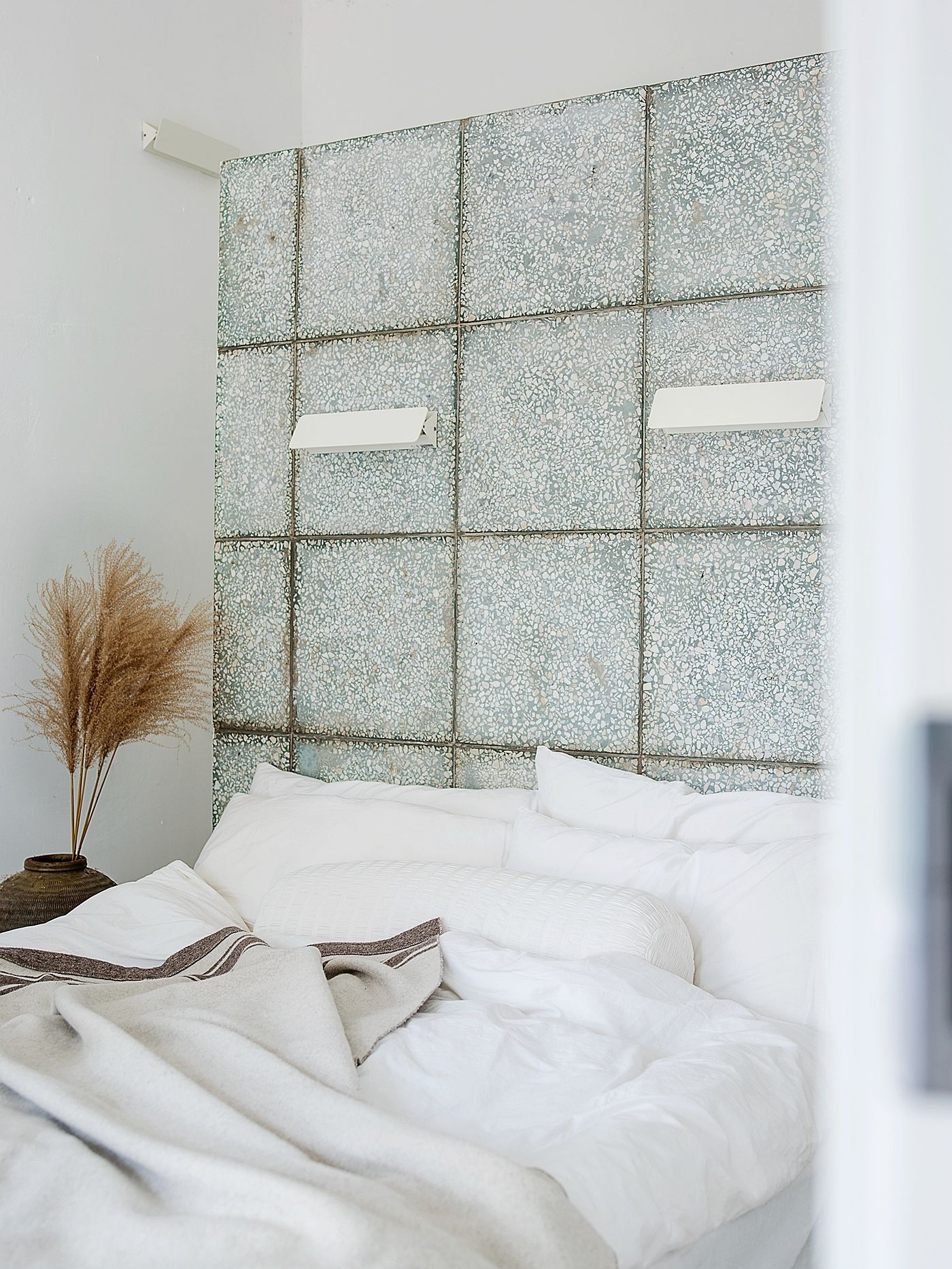 White-walls-of-the-bedroom-give-it-a-more-modern-appeal