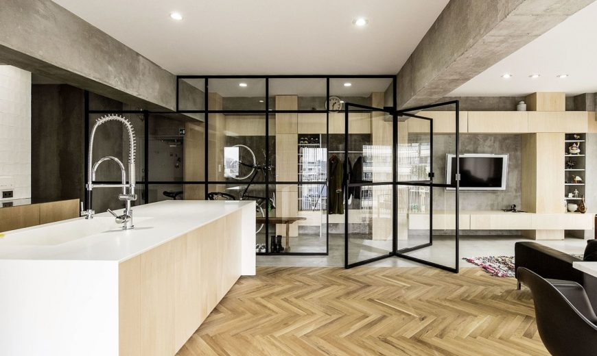 Revolving Door, Glass Walls and Diverse Textures: Revamped Condo in Tokyo