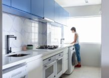 Blue-and-white-give-the-modern-kitchen-a-unique-identity-217x155