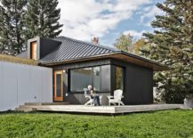 Dark-and-dashing-exterior-of-the-home-in-Canada-217x155