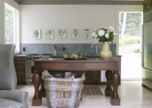 Eclectic-New-York-kitchen-with-beautiful-botanicals-in-the-backdrop-217x155