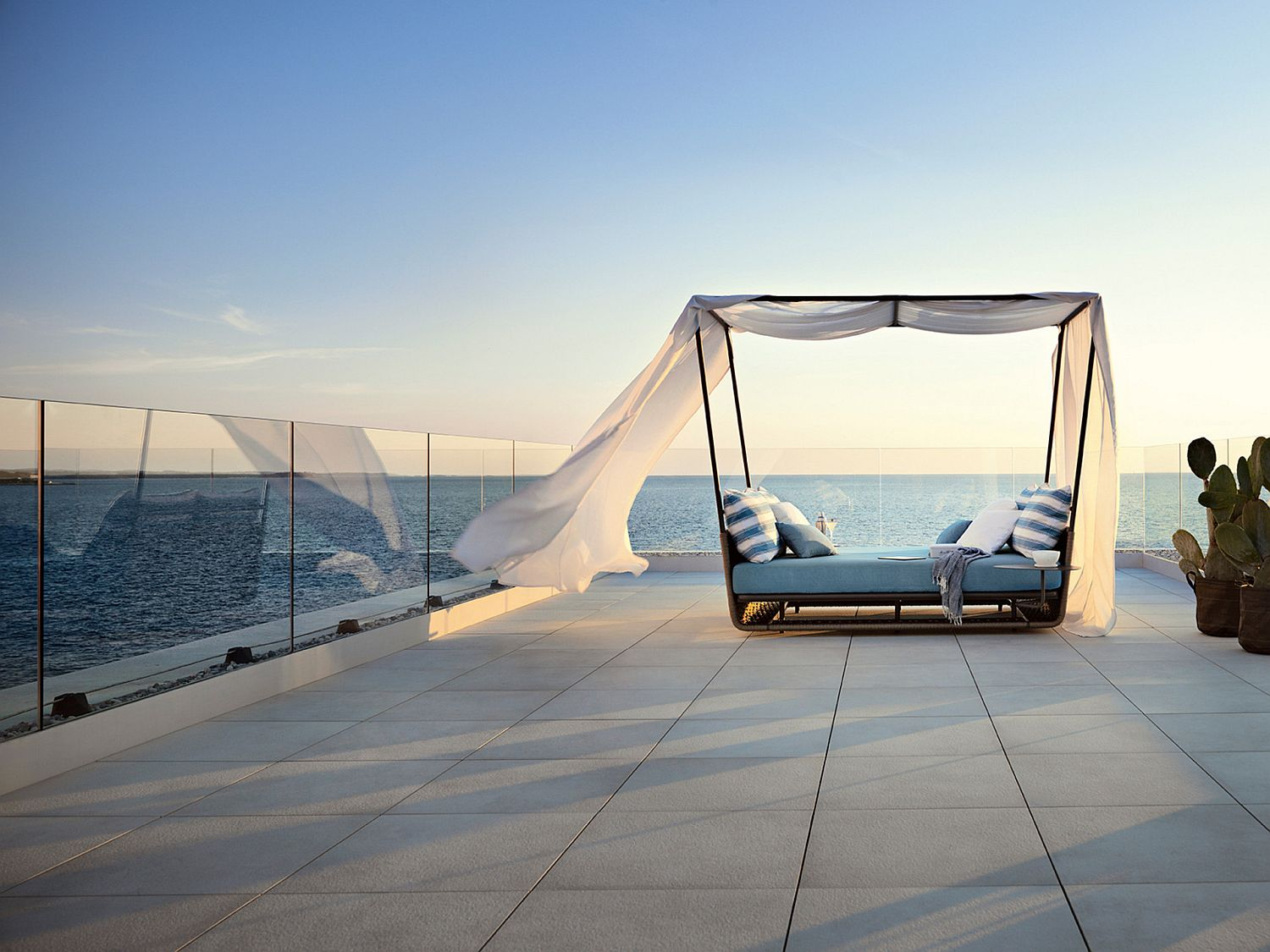 Give your oceanside deck a perfect lounger with the Portofino