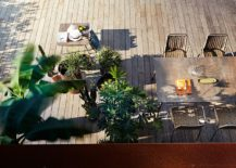 Giving-the-outdoor-furniture-a-stylish-modern-upgrade-with-Roberti-217x155