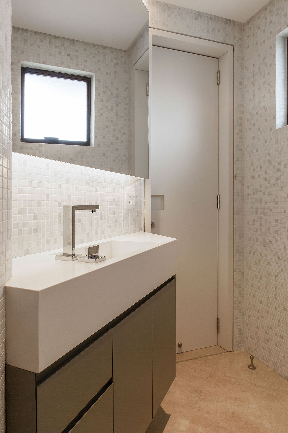Innovative bathroom design maximizes space by utilizing corners