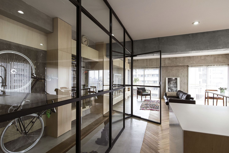 Look-inside-the-Syncopated-Revolving-Door-Condo-in-Tokyo