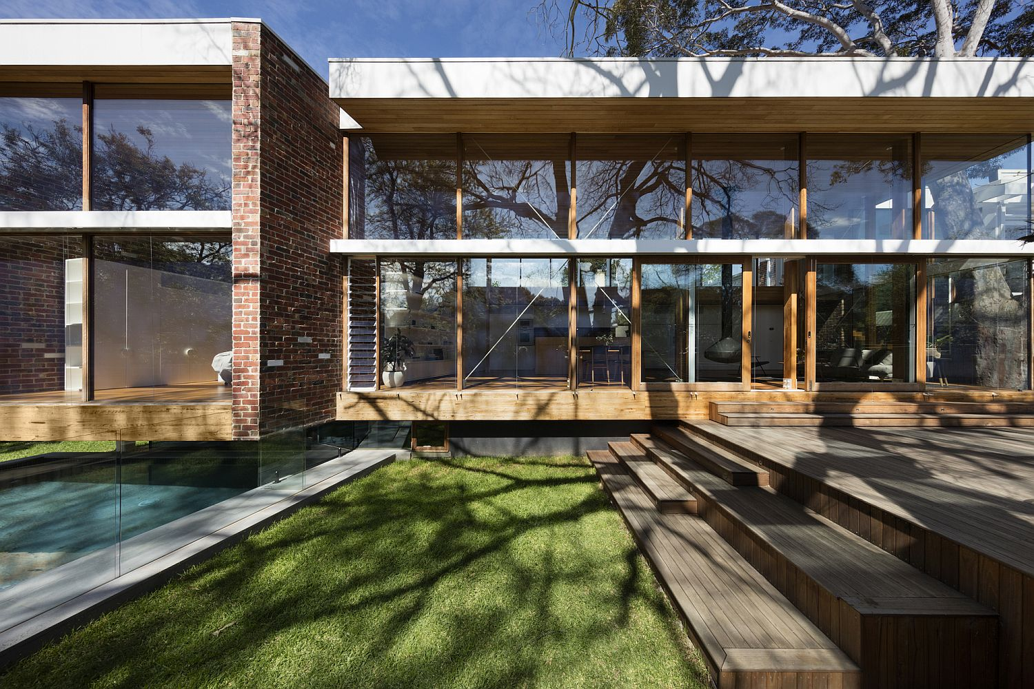 Midcentury-modern-roots-of-the-home-are-preserved-in-its-linear-design