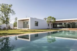 Z House: Expansive Israeli Home Flows into Beautiful Landscape Outside!