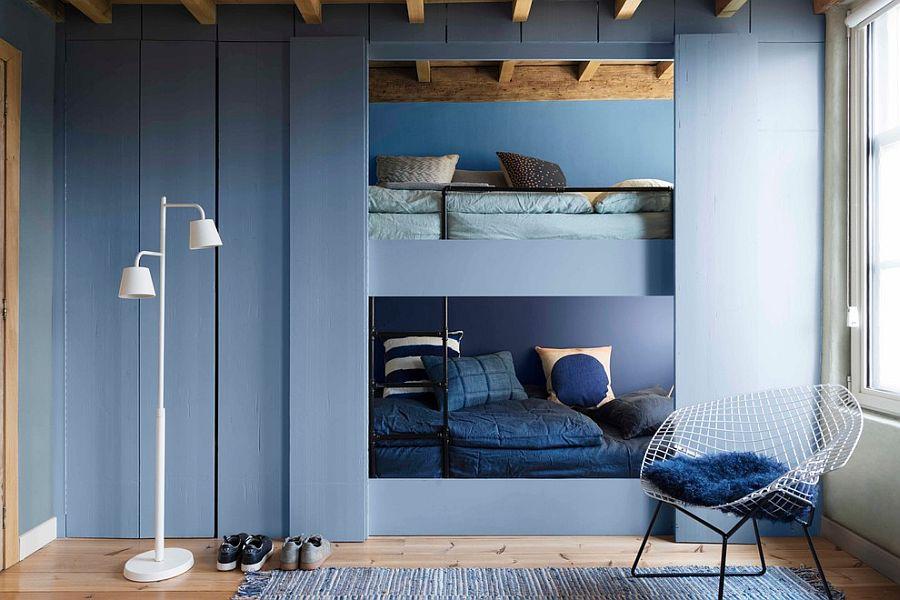Monochromatic modern bedroom in blue