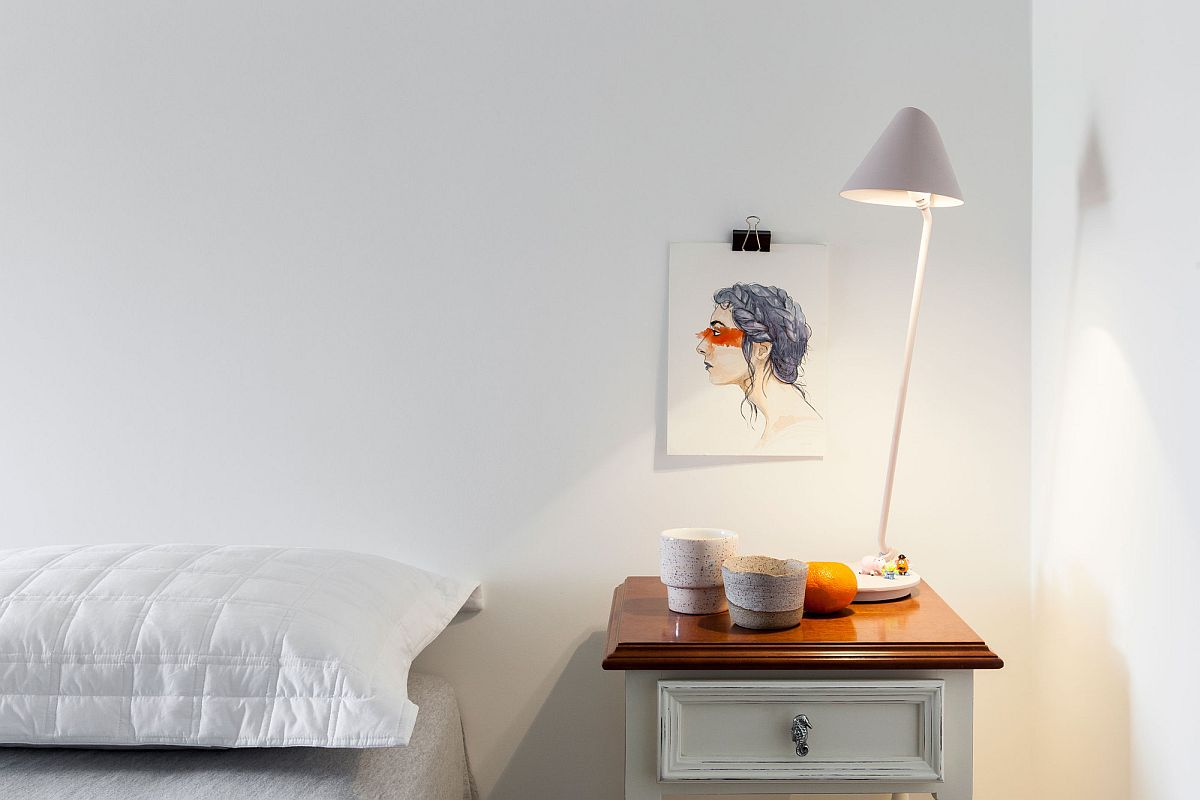 Nightstand in white with a wooden top