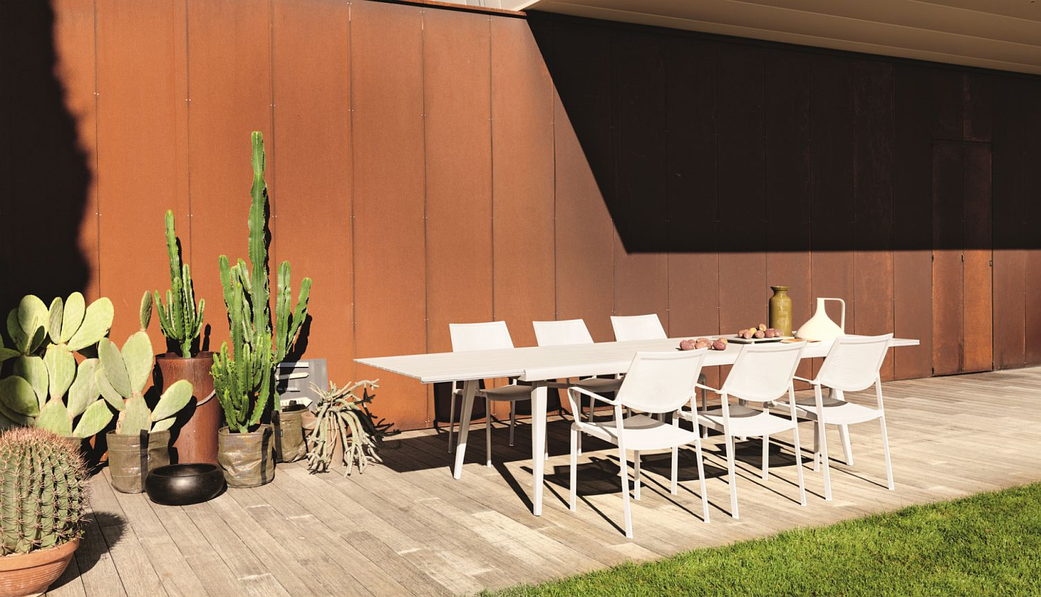 Outdoor dining table and chairs from the Samba Rio Collection