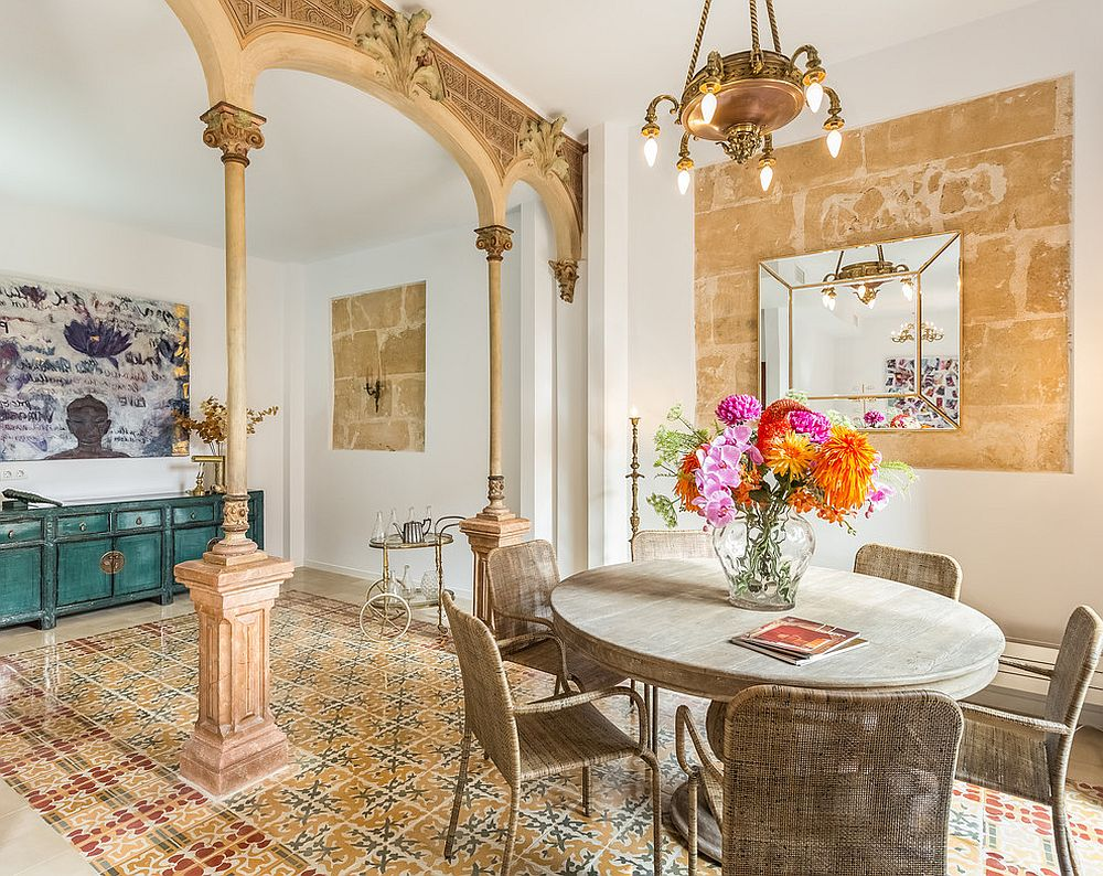 Smart-eclectic-dining-room-with-golden-yellow-glint