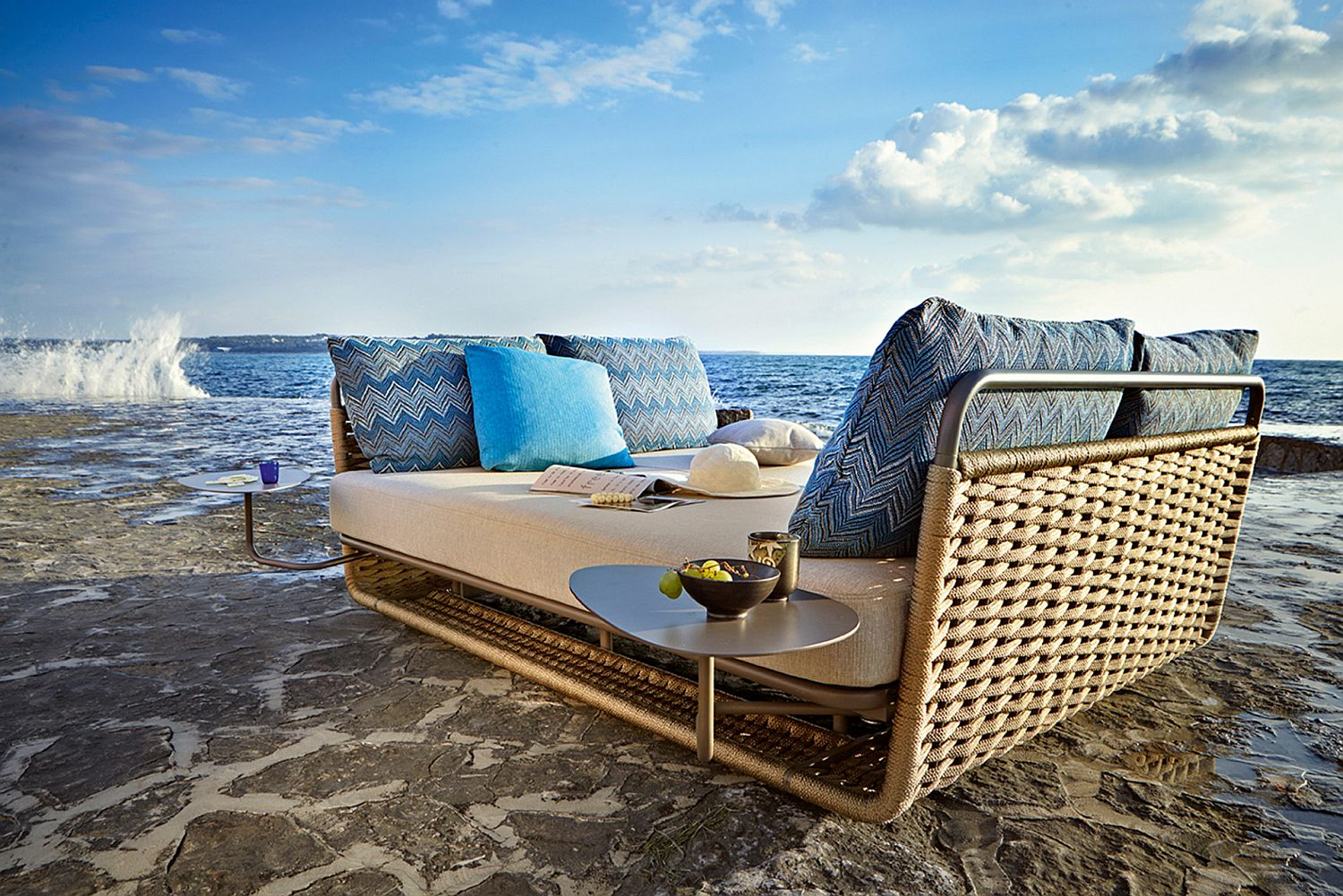 Sunbed with a cozy and elegant deisgn