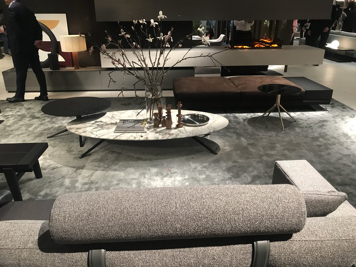 Eliptical coffee tables are a hit in the modernliving room