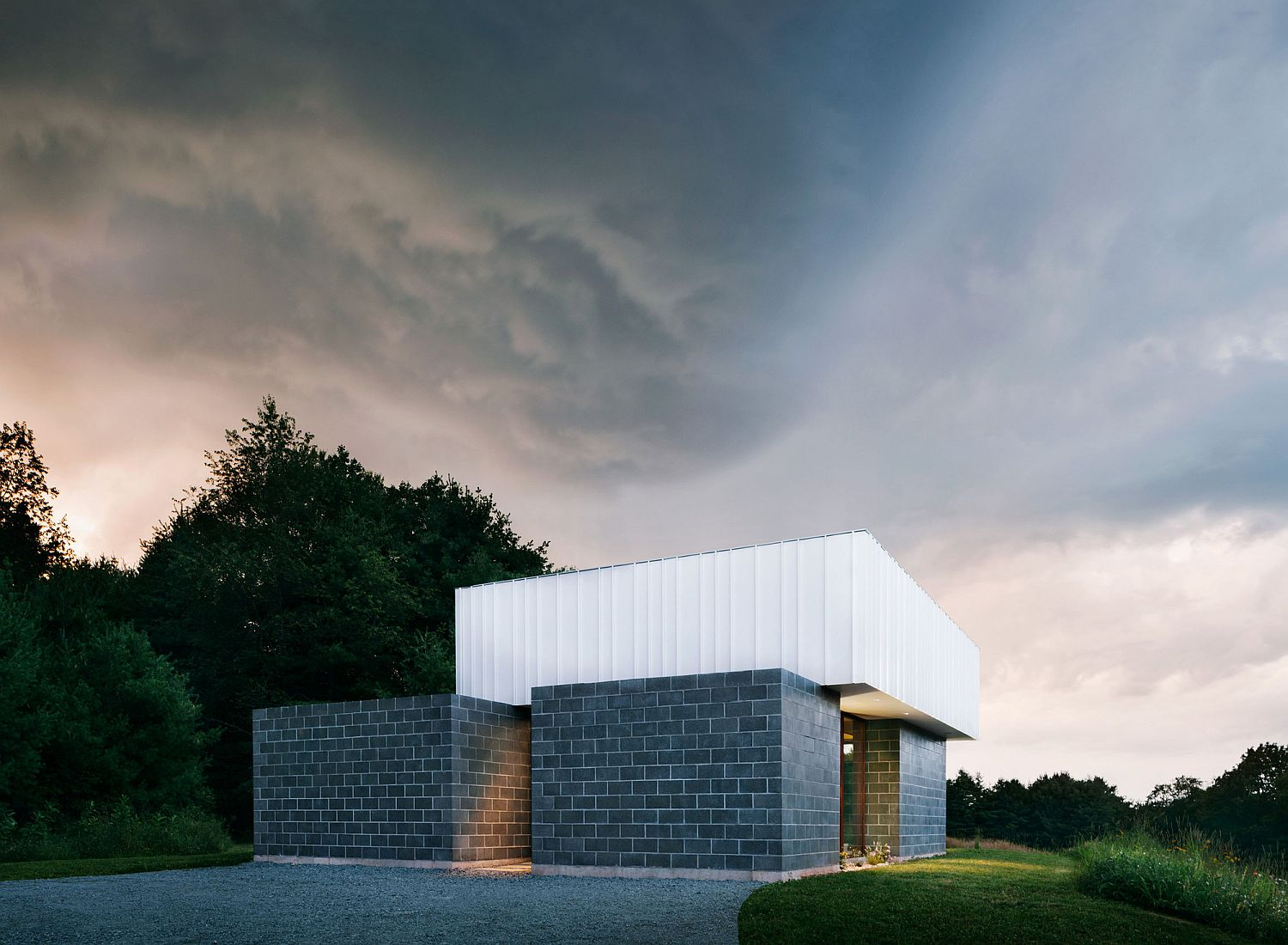 Four contemporary volumes combine to create the modern holiday home
