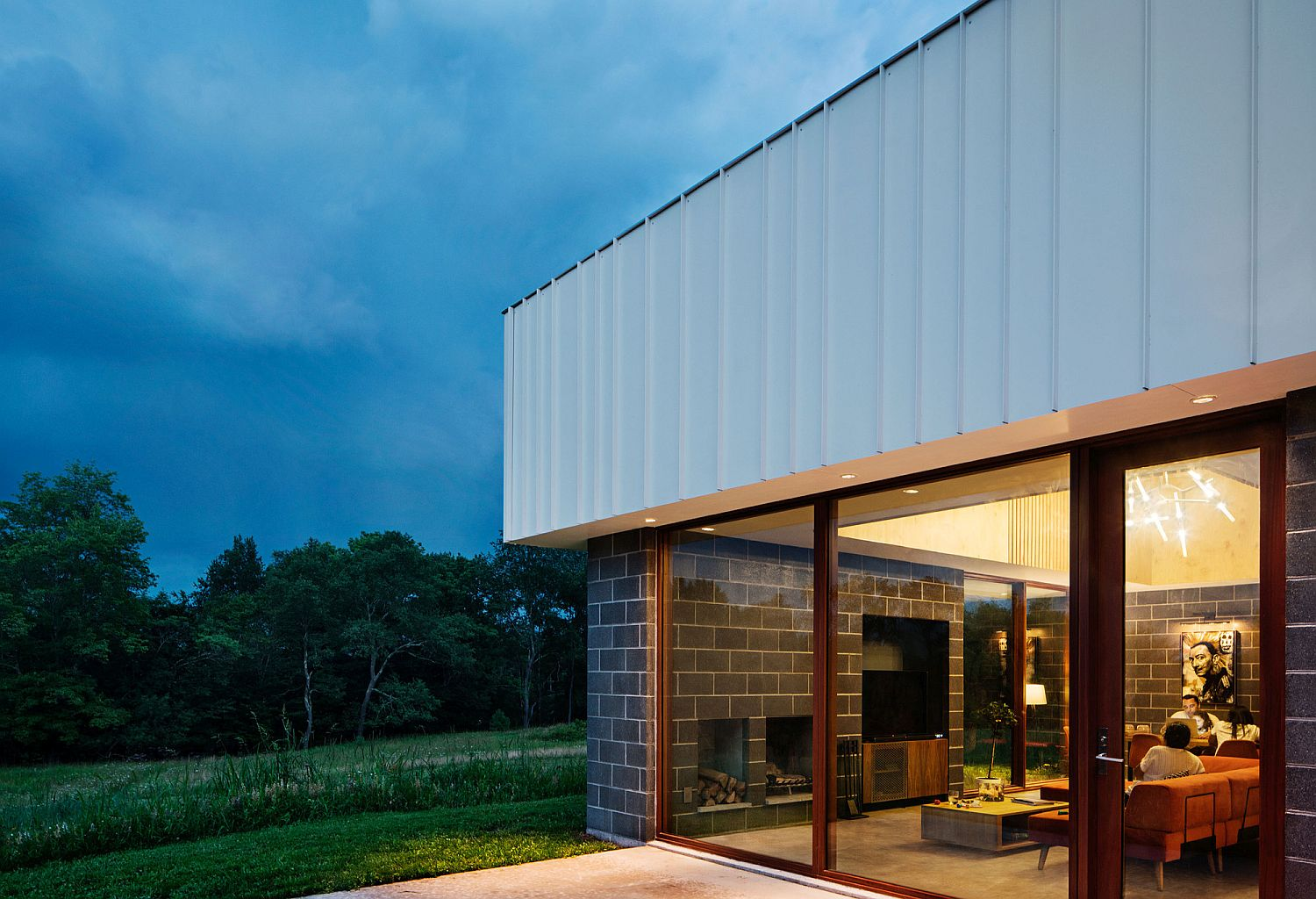 Metallic-upper-level-of-the-home-gives-it-a-unique-facade
