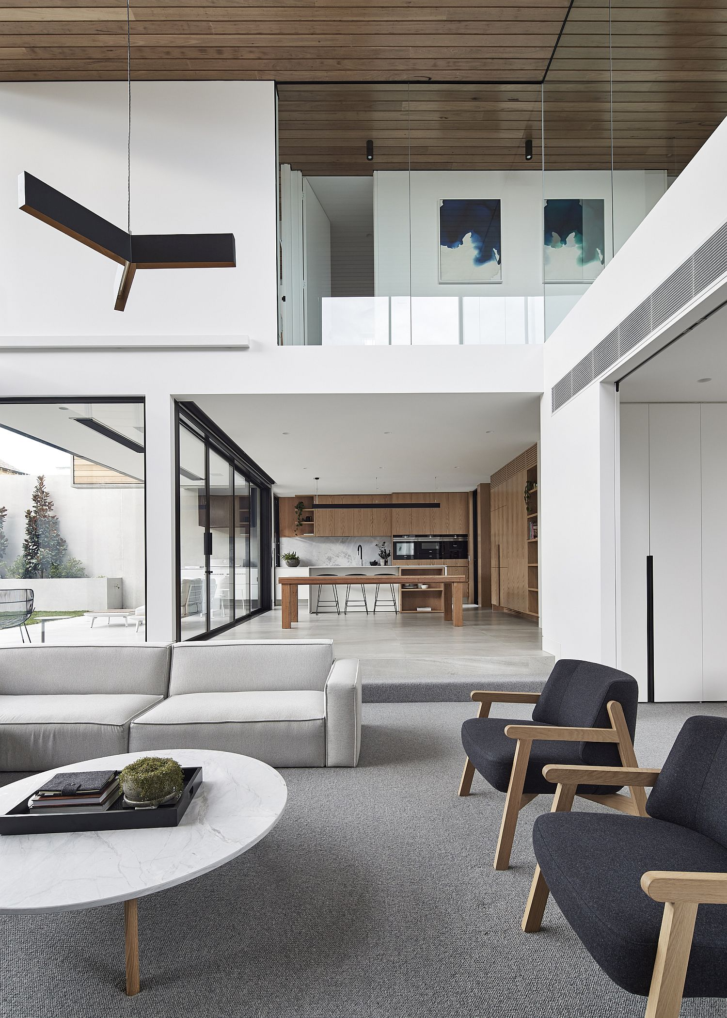 Minimal-interior-of-the-Aussie-home-in-white-and-gray