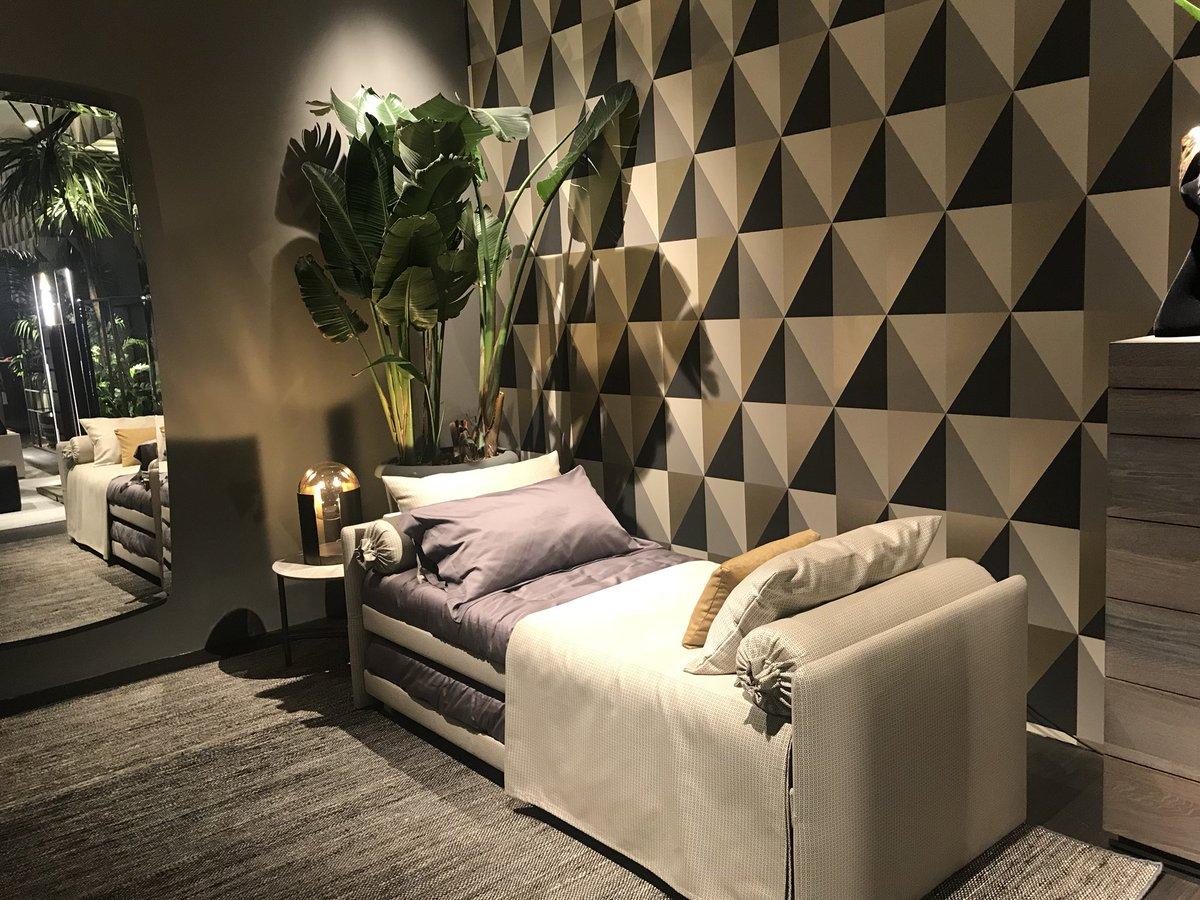 Modular and contemporary living room decor from Flou