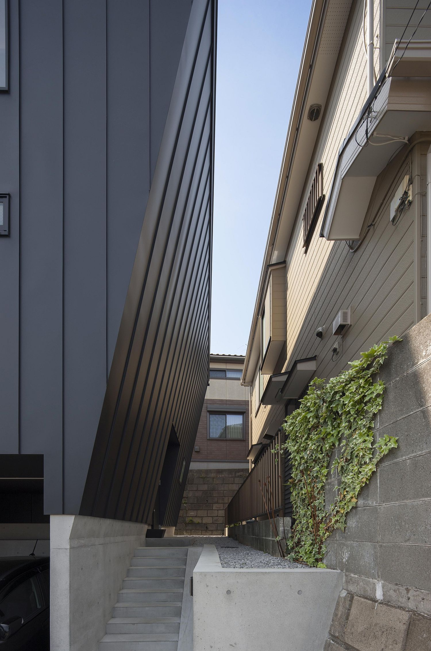 Oblique walls shield the home from heavy rainfall on the outside