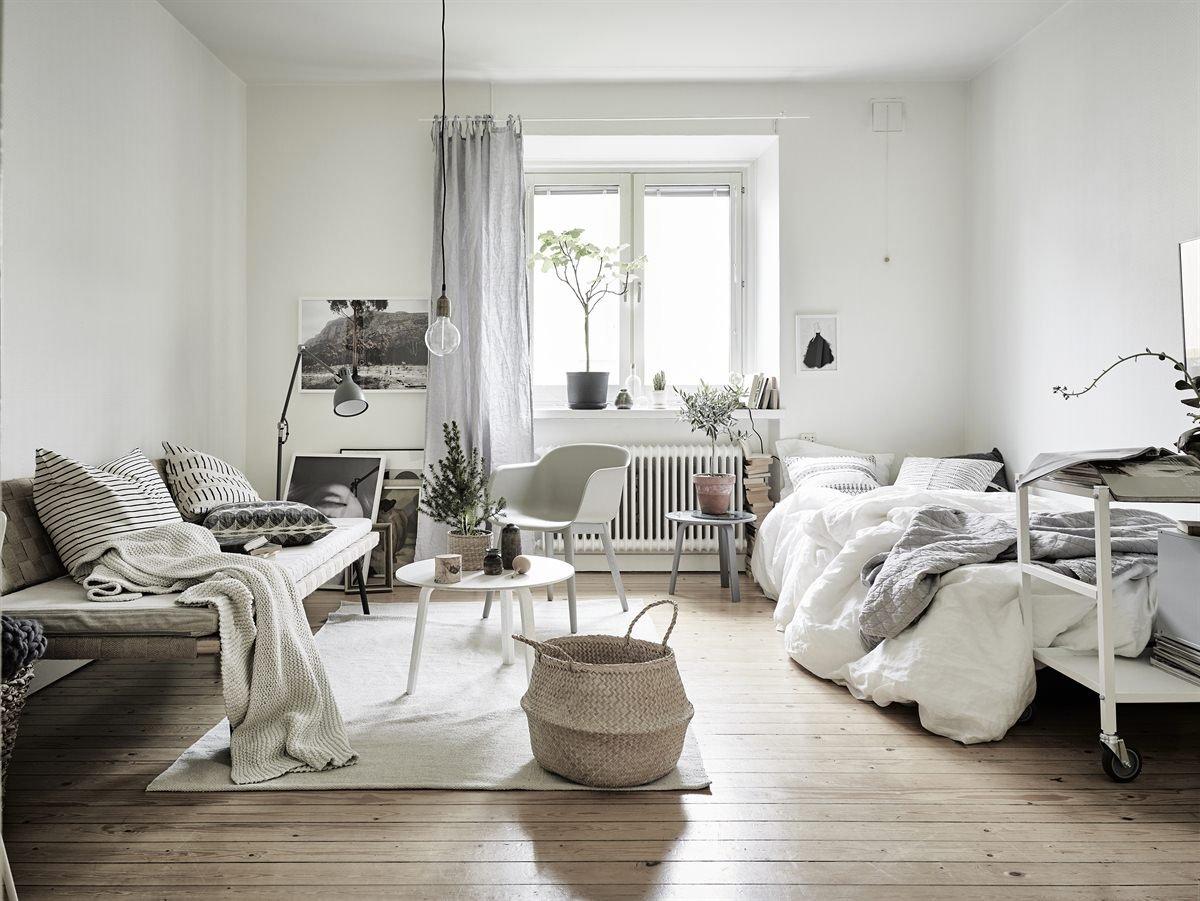 Seagrass-basket-in-a-Scandinavian-style-dwelling