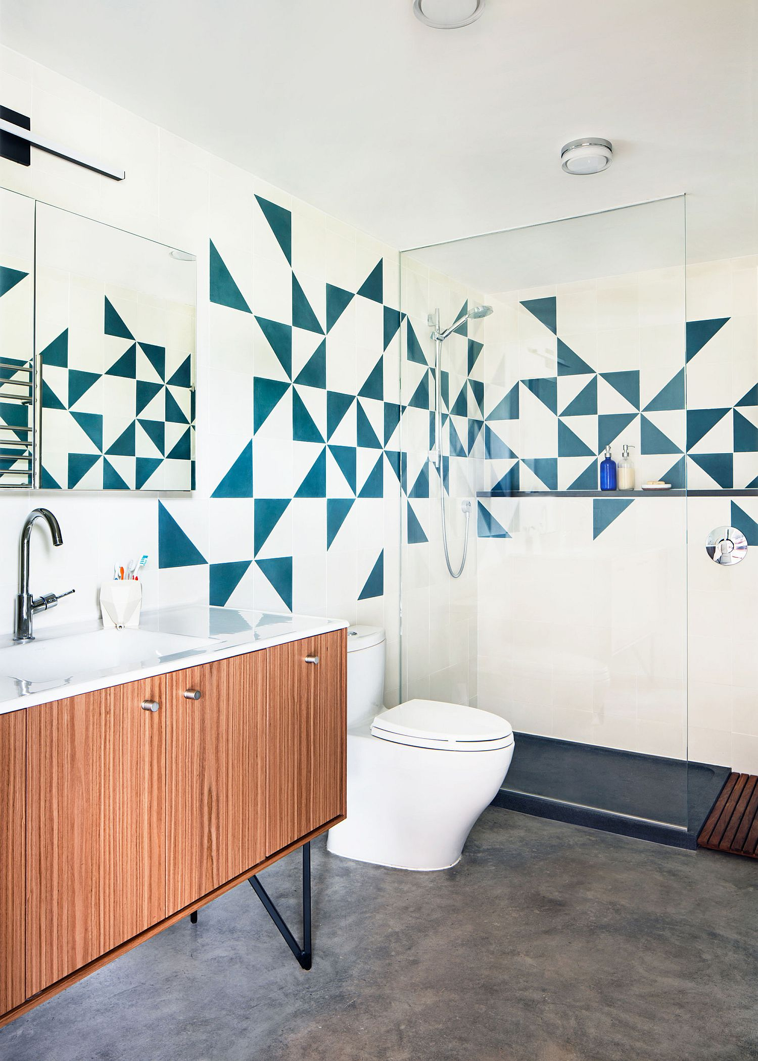Tiles bring blue color and pattern to the bathroom in white