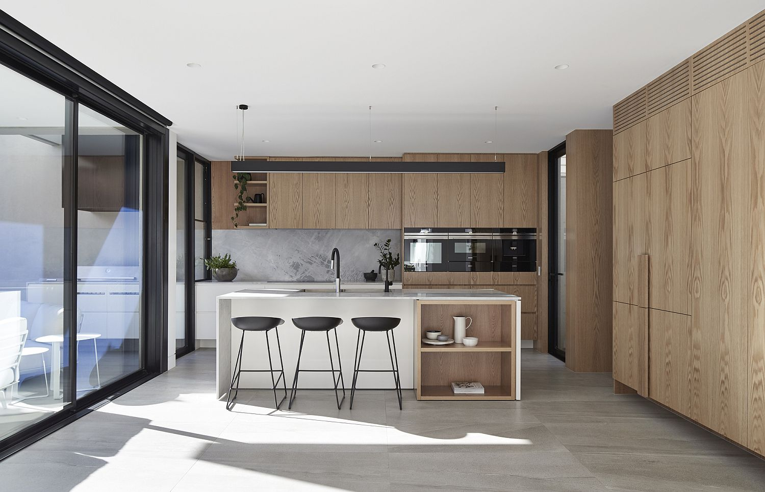 Wooden-cabinets-and-elements-bring-warmth-to-the-contemporary-kitchen