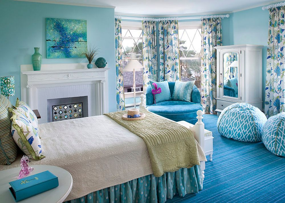 Beach style bedroom in blue and white