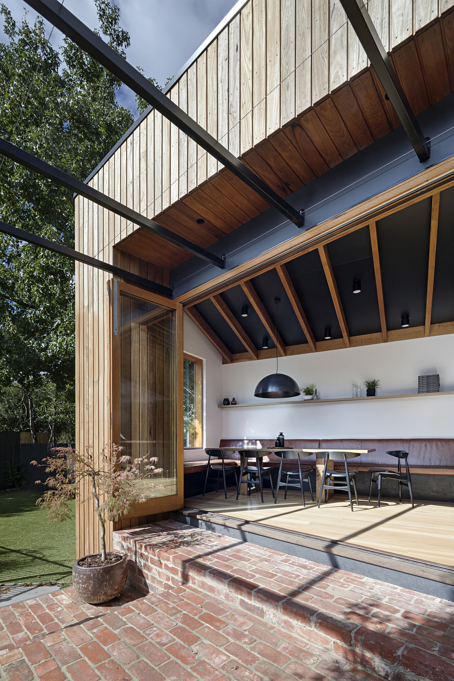 Bi-folding and stackable doors connect the kitchen with the outdoors