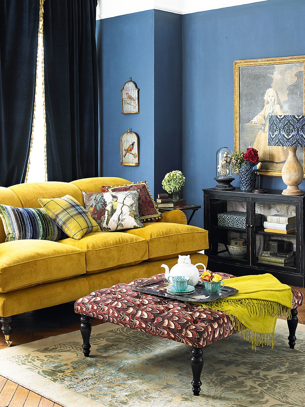 Blue and yellow living room idea