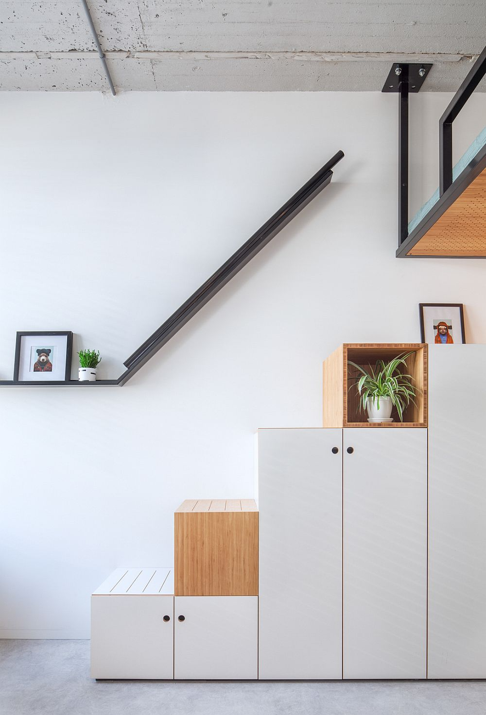 Box-style stairway with integrated storage