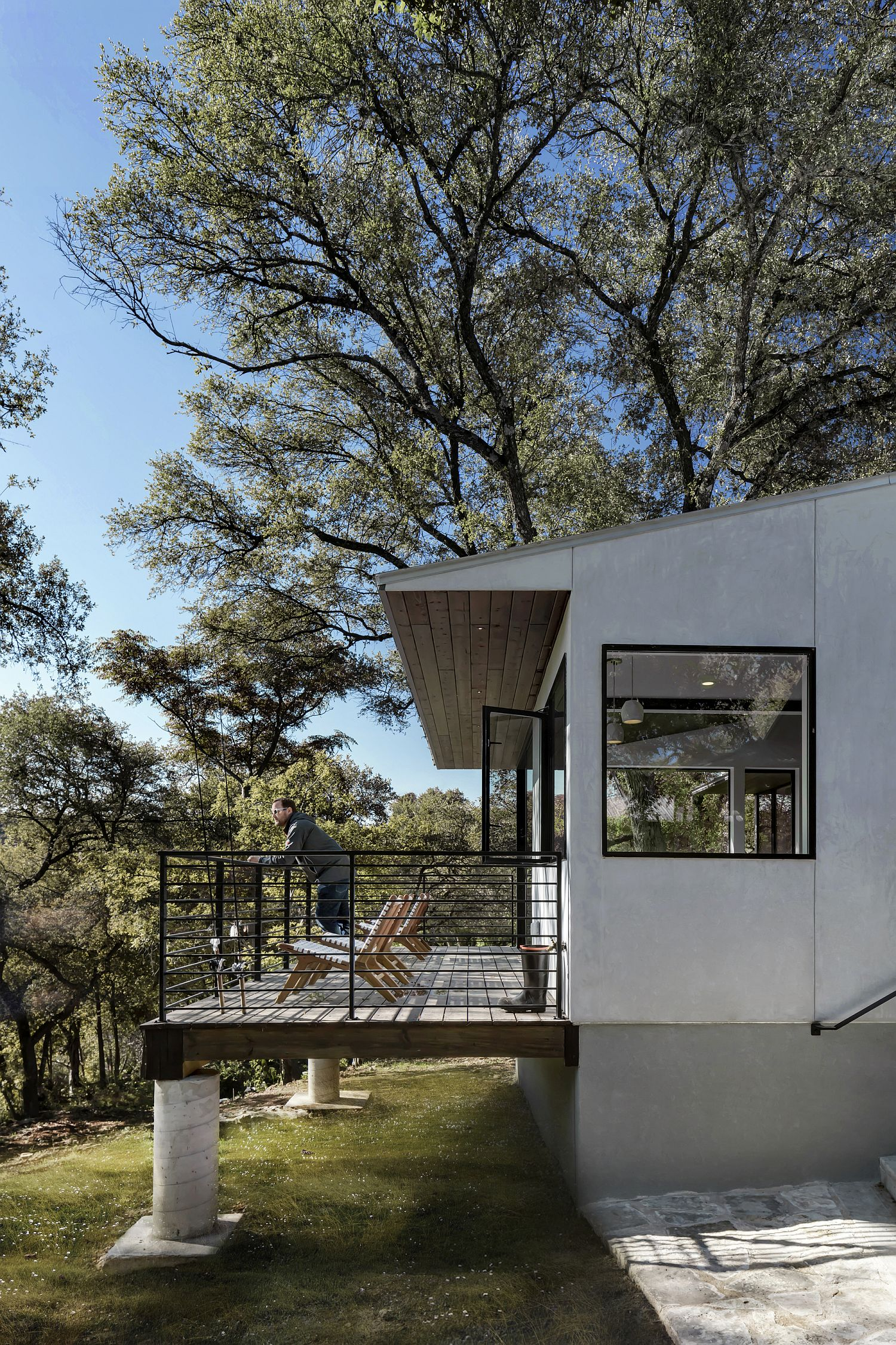 Cantilevered-deck-offers-a-view-of-the-outdoors