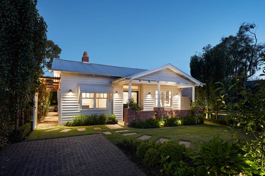 Classic-street-facade-of-the-Californian-bungalow-was-given-a-gorgeous-and-sensible-facelift