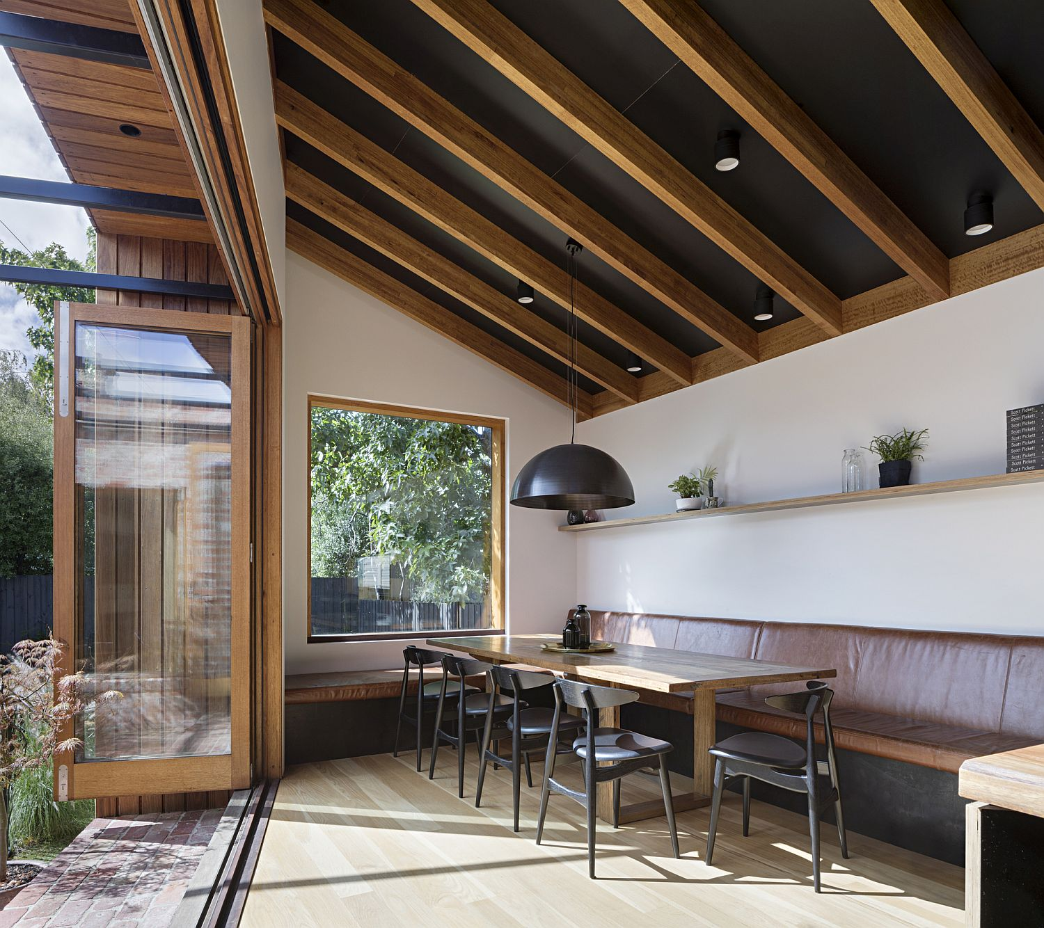 Dining-area-of-the-house-with-banquette-style-seating