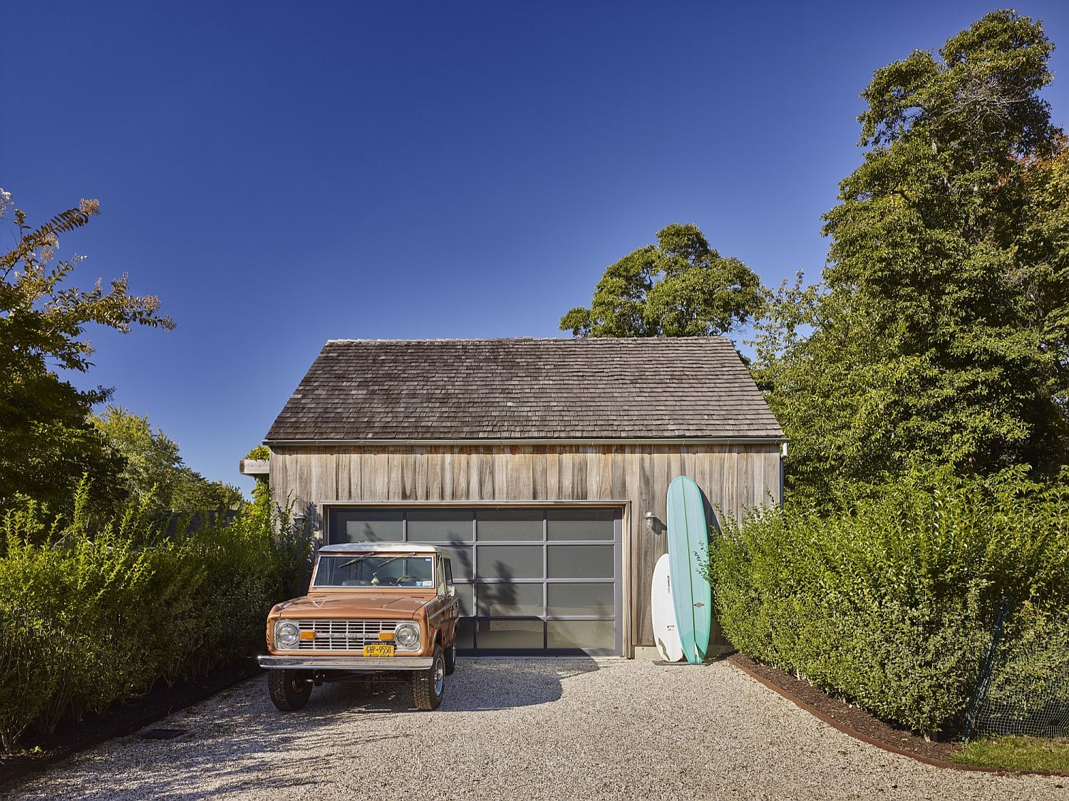 Entry to the pool house with a touch of beach style charm