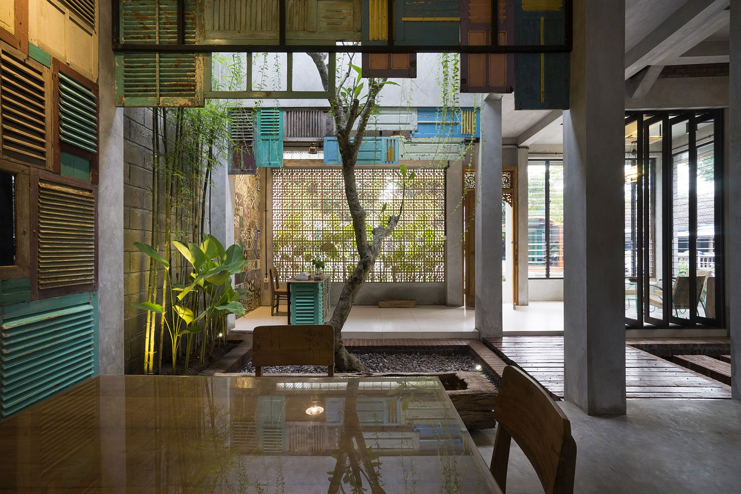 Gorgeous illumination and greenery gives the interior a relaxing vibe
