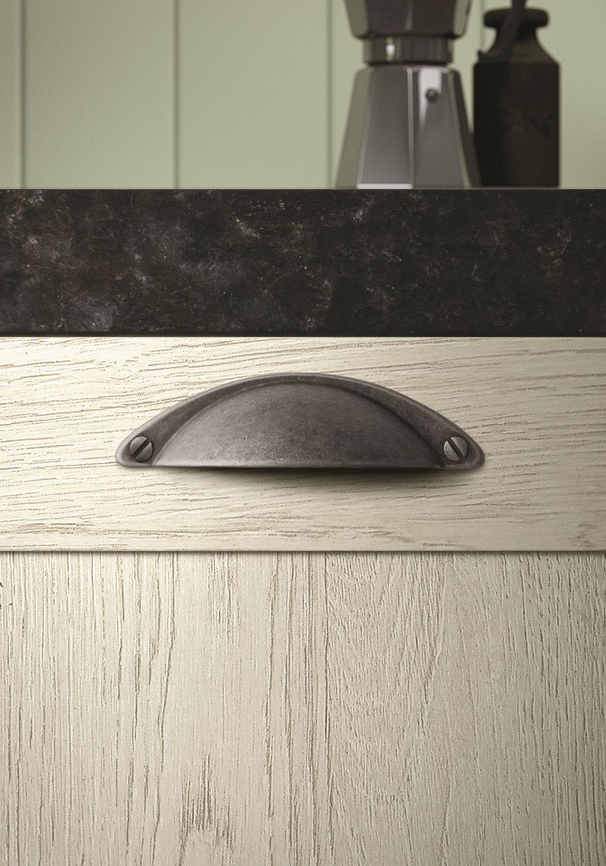 Handle-design-of-Hera