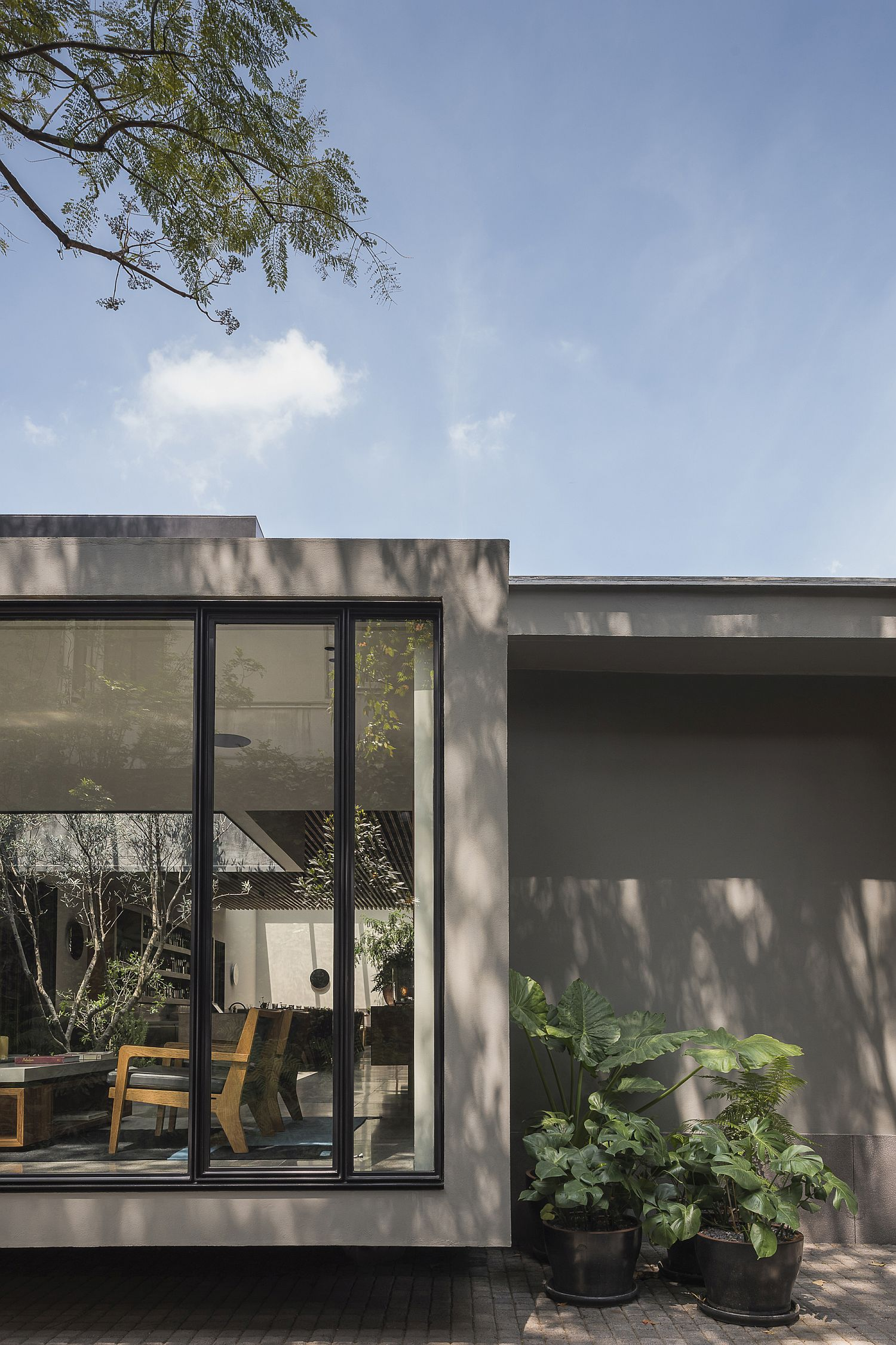 Look-at-the-unassuming-and-elegant-home-of-Pujol
