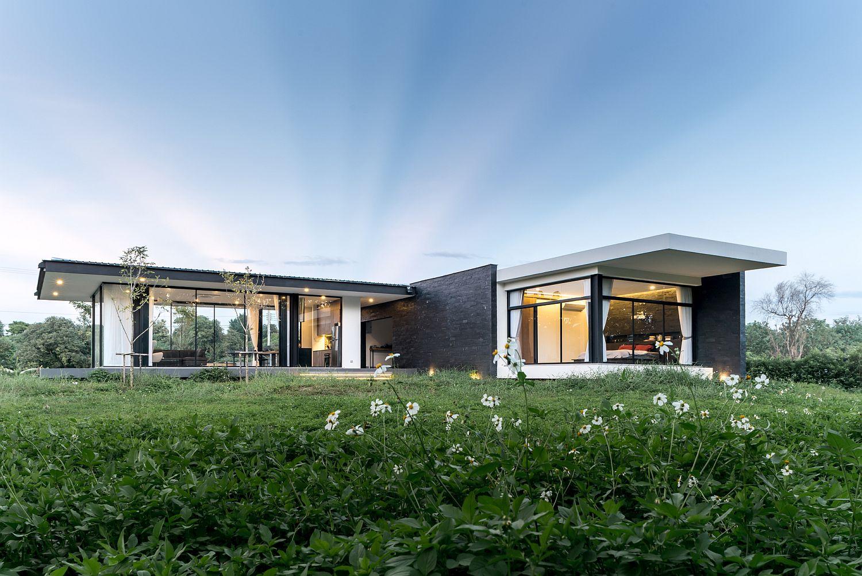 Lovely-flower-garden-around-the-modern-house