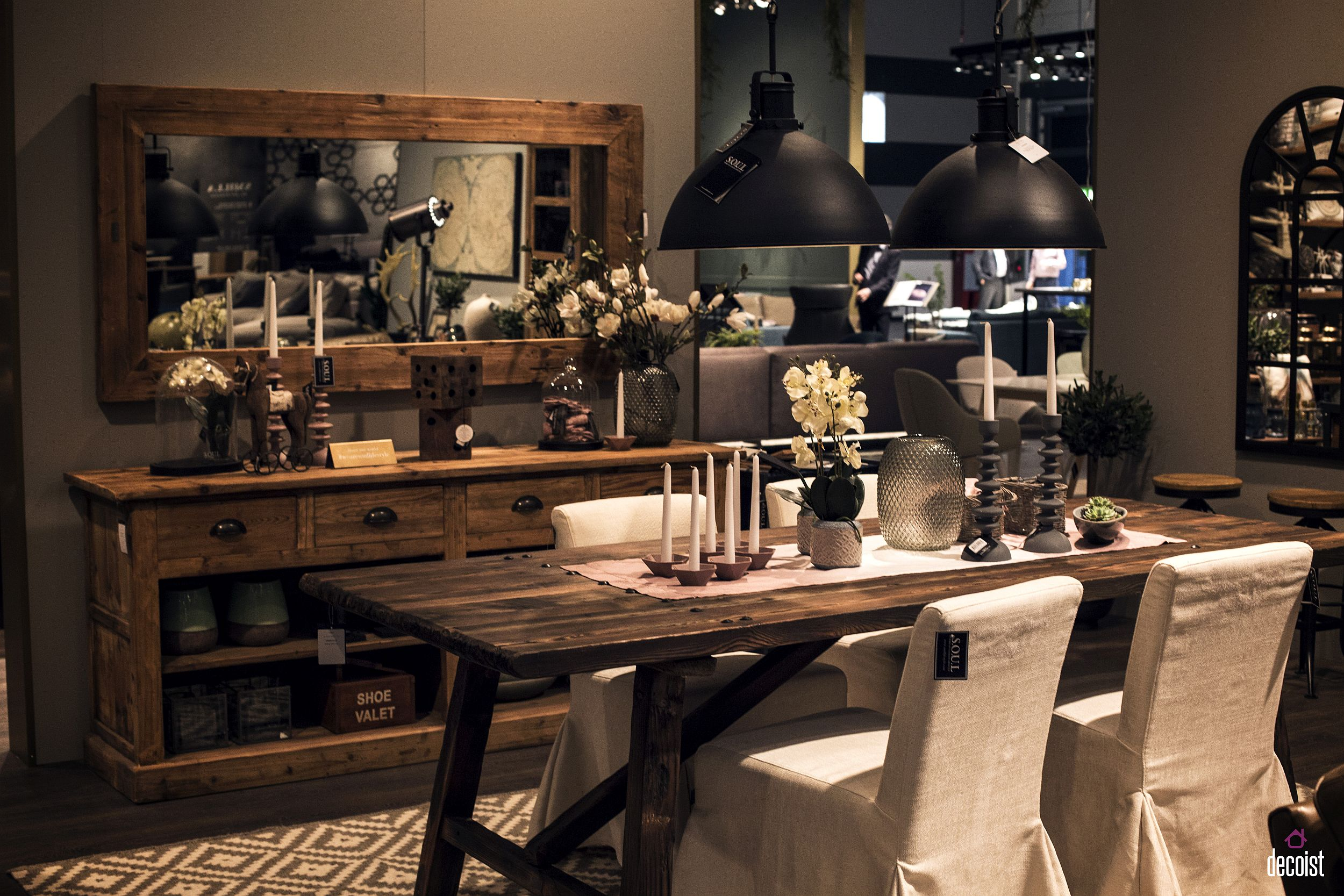 Mirrors-add-a-cool-glint-to-the-modern-dining-room