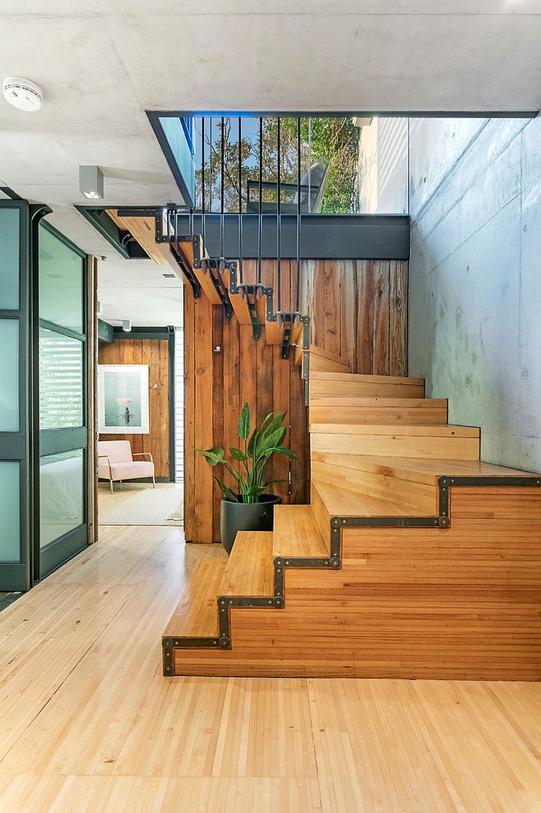 Natural ventilation for the woodsy stairway