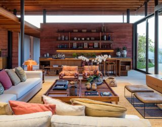 Casa Terra: Pigmented Concrete Blocks Coupled with Expansive Glass Walls
