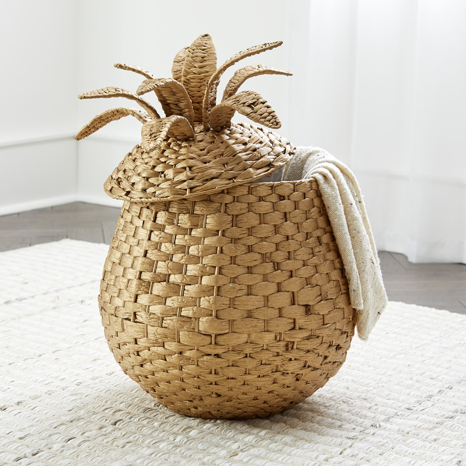 Pineapple-floor-basket