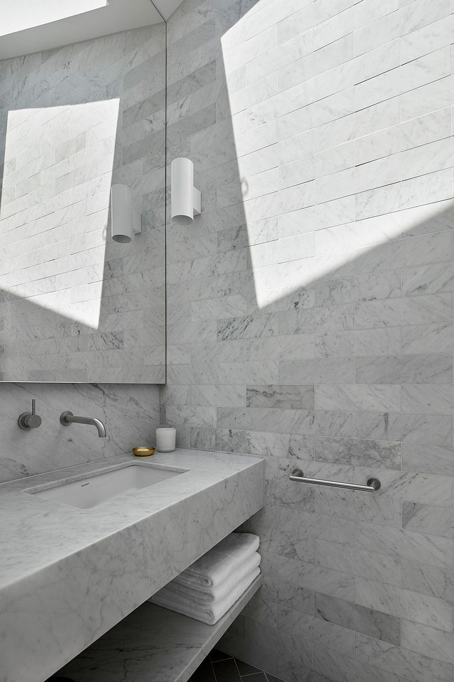 Polished contemporary bathroom in gray